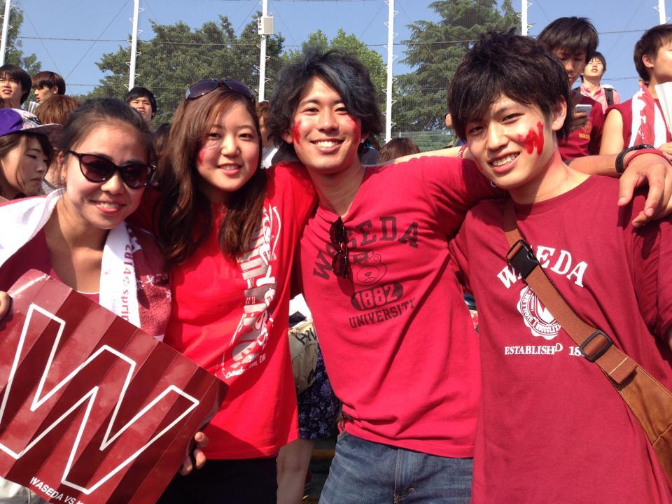 早稲田大学恒例の早慶戦に参加した時の写真、一番左が猪狩さん