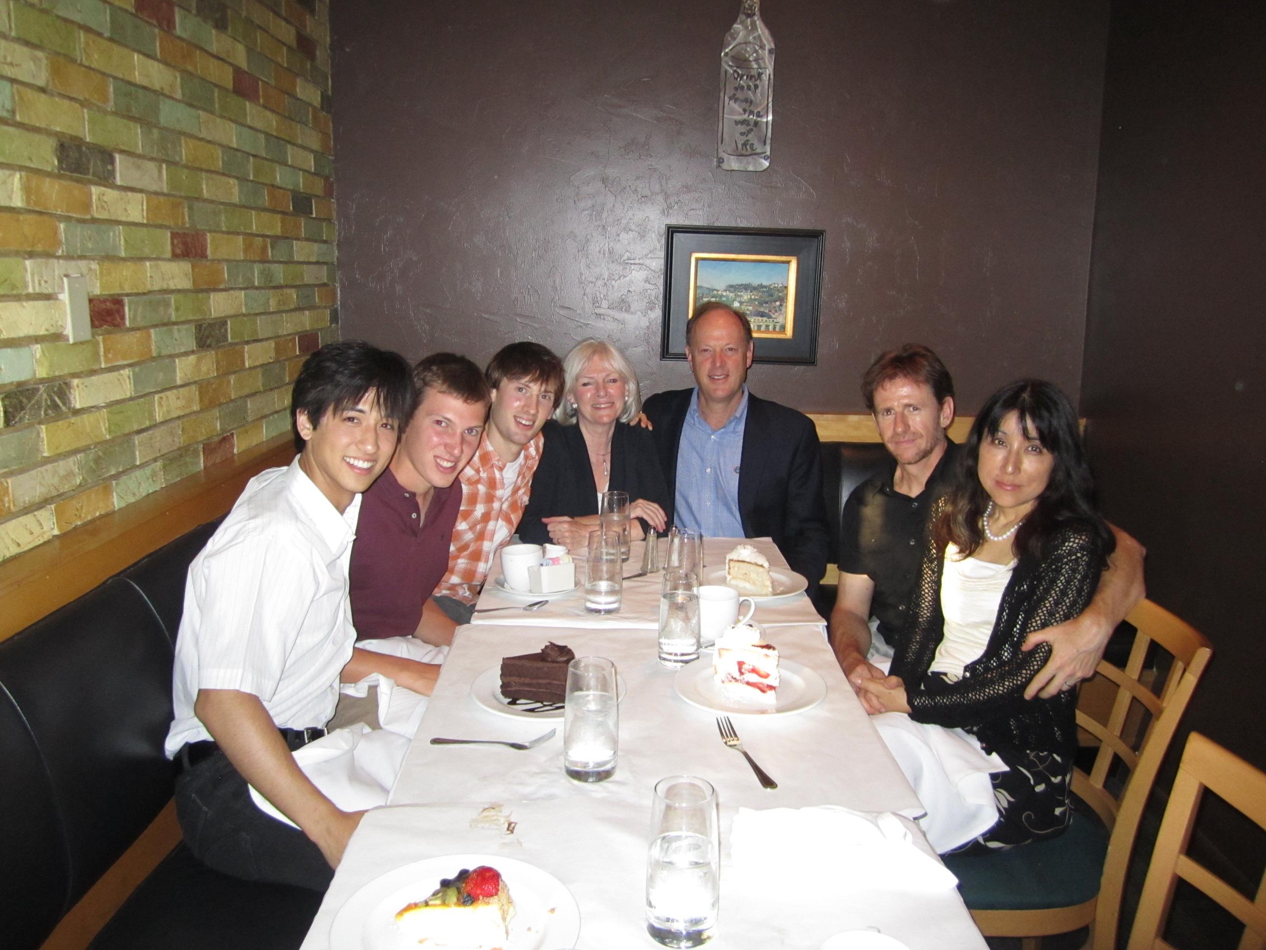 両親がフロリダに訪ねてきたとき。滞在先のVassar大学の友人とご両親、一番左が石井さん。