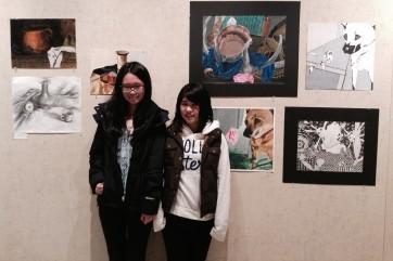 高校で所属していたNational Arts Honor Societyという団体の展覧会にて。右側が田中さん。