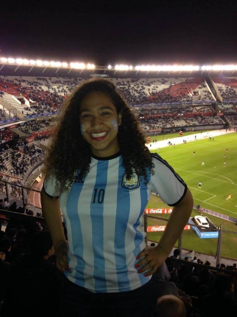 留学中、アルゼンチンのサッカー場にて