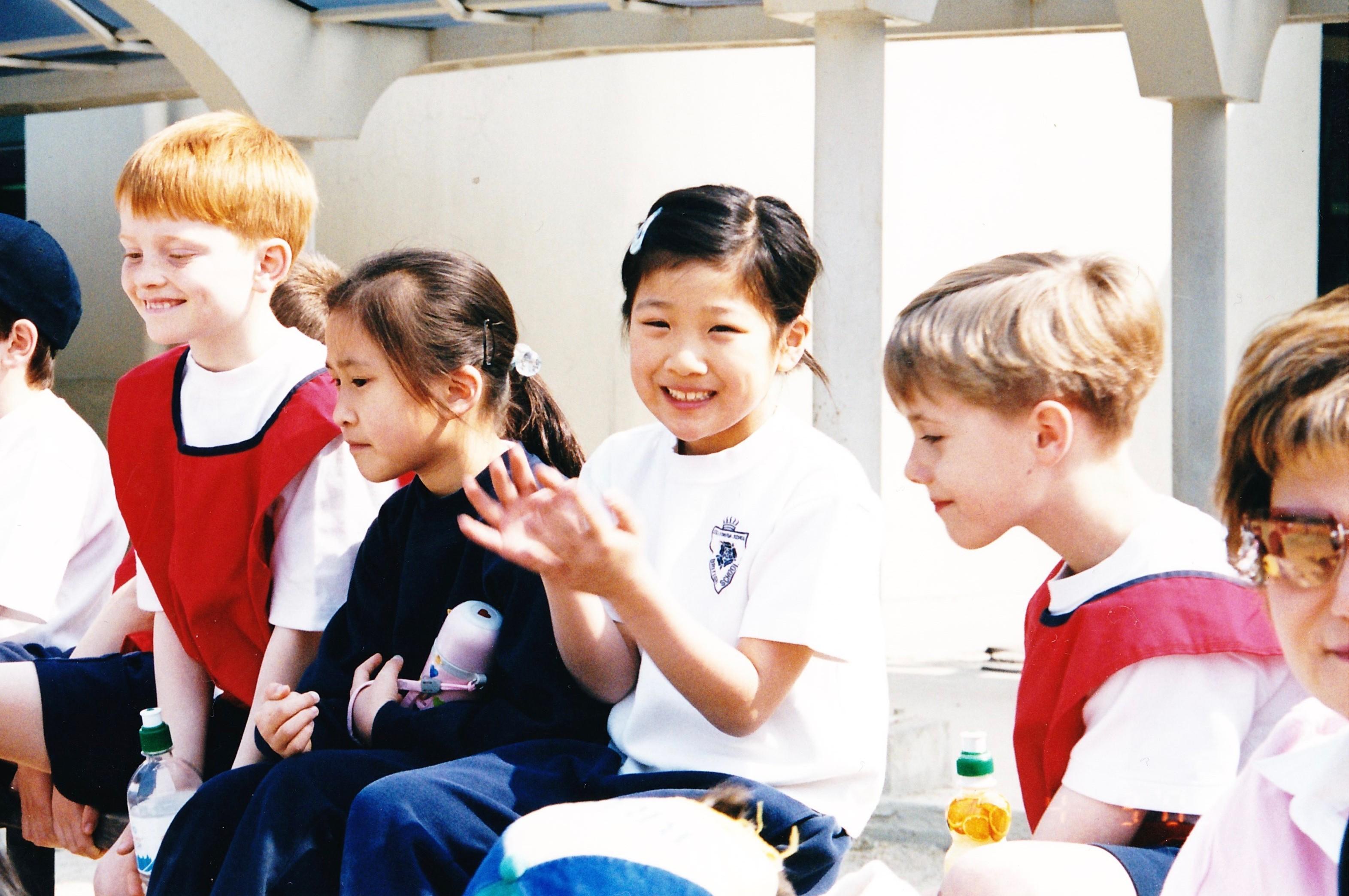 韓国のインターナショナルスクールでの運動会。右から2番目が望月さん。