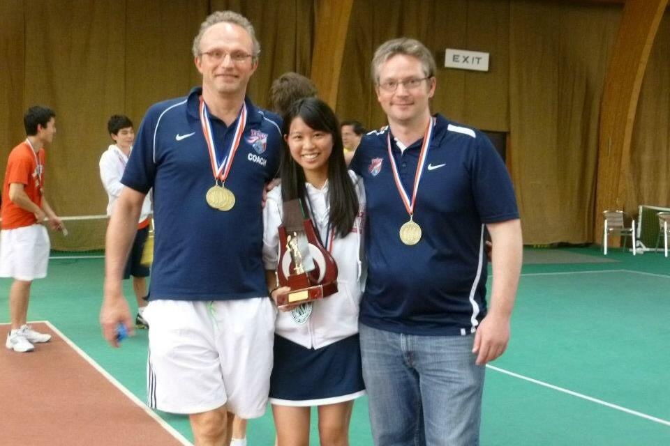 ヨーロッパのインターナショナルスクールが参加するテニスの大会。学校全体で優勝したとき