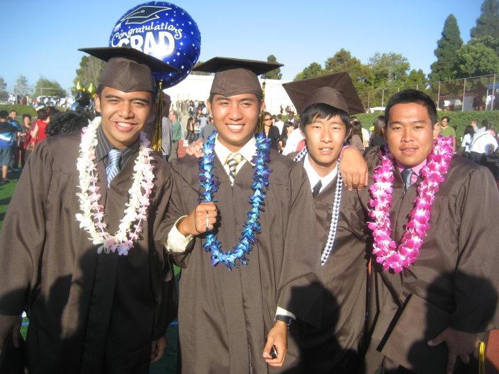 高校の卒業式。右から2番めが二宮さん
