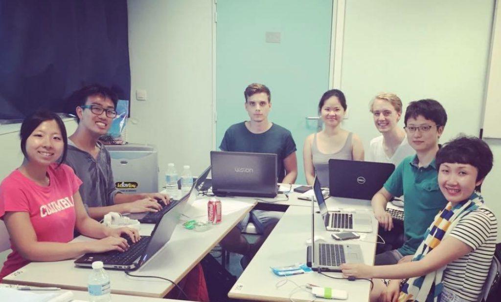European Innovation Academyチームの作業風景 (24歳、左端が森本さん)