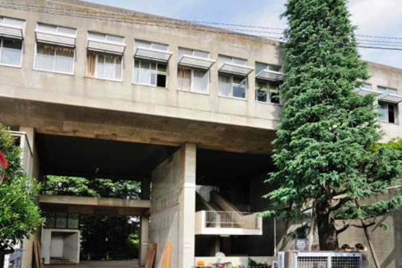 ほぼ全員が早稲田大学へ進学、高大一貫教育の早稲田大学高等学院。